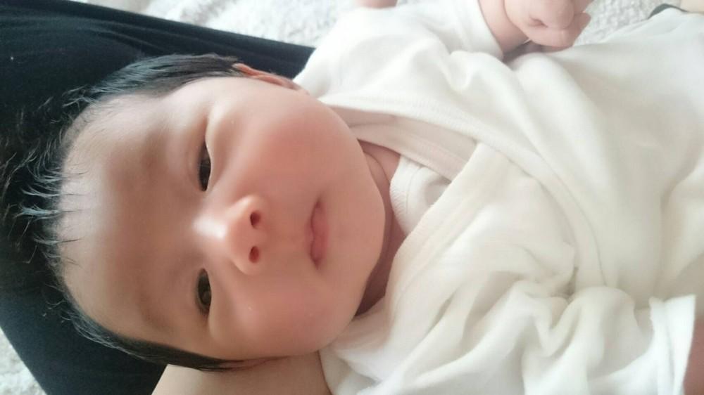 新生児の娘の夏場の服装