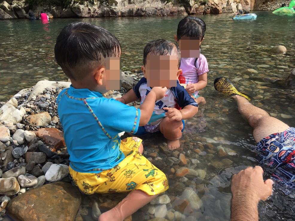 川湯温泉で川遊び1